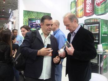 De Zotti e Nelson Eggers, diretor-presidente da Fruki, na Expoagas 2013