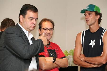 De Zotti, o colega jornalista Caco da Motta e Guga, em Floripa