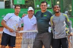 De Zotti e Maurício Ronaldo com a dupla de tenistas Fabiano de Paula e Júlio Silva, em Santa Catarina