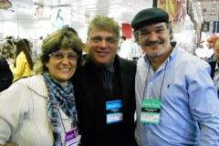 Ana com os colegas jornalistas Alejandro Malo e Jota Silvestre, em São Paulo