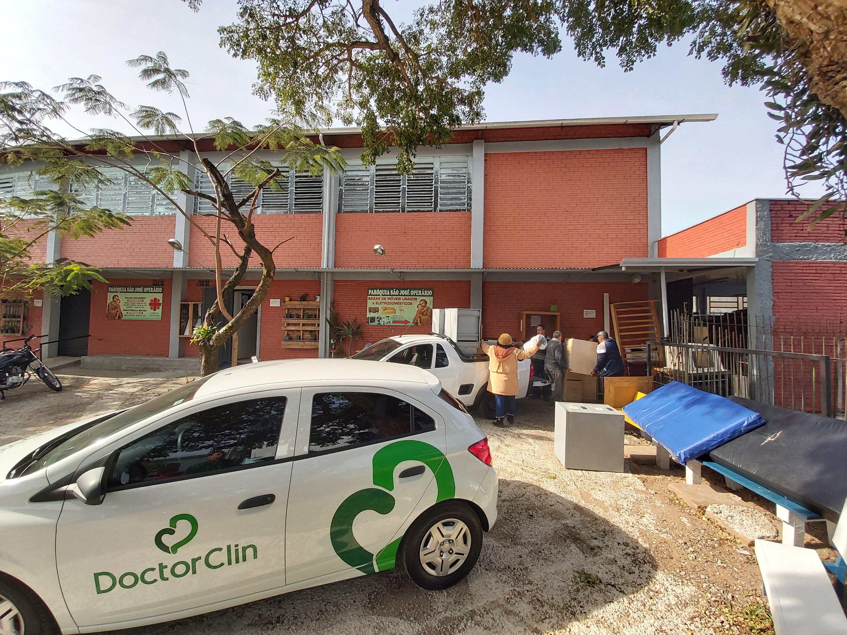 Doctor Clin faz doação de móveis para a Cáritas Diocesana de Novo Hamburgo