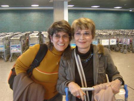 Ana com a atriz da Globo, Glória Menezes