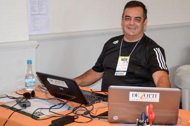 De Zotti no Campeonato Internacional Juvenil de Tênis de Porto Alegre