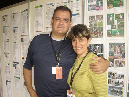 De Zotti e Ana coordenando a Sala de Imprensa do Aberto de Tênis de Santa Catarina, no Costão do Santinho