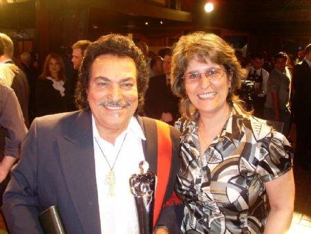 No Troféu Guri RBS, com o cantor e compositor são-luizense Pedro Ortaça