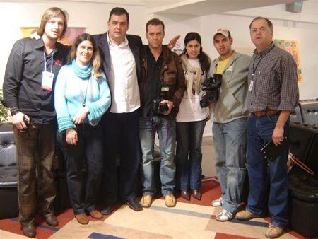 Com colegas jornalistas na cobertura do Show de Pedro e Thiago, na Fenac
