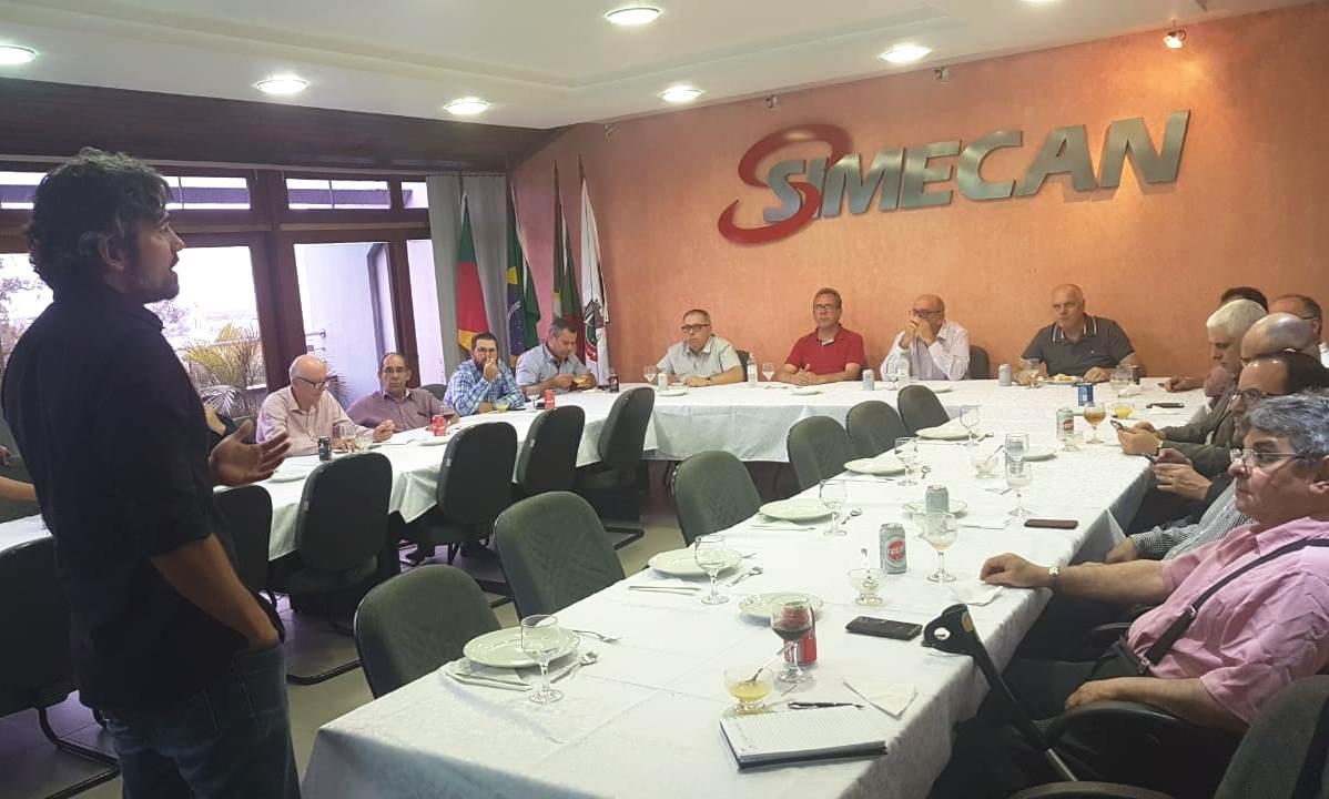 Economista Igor Morais participa da reunião de diretoria plena do Simecan